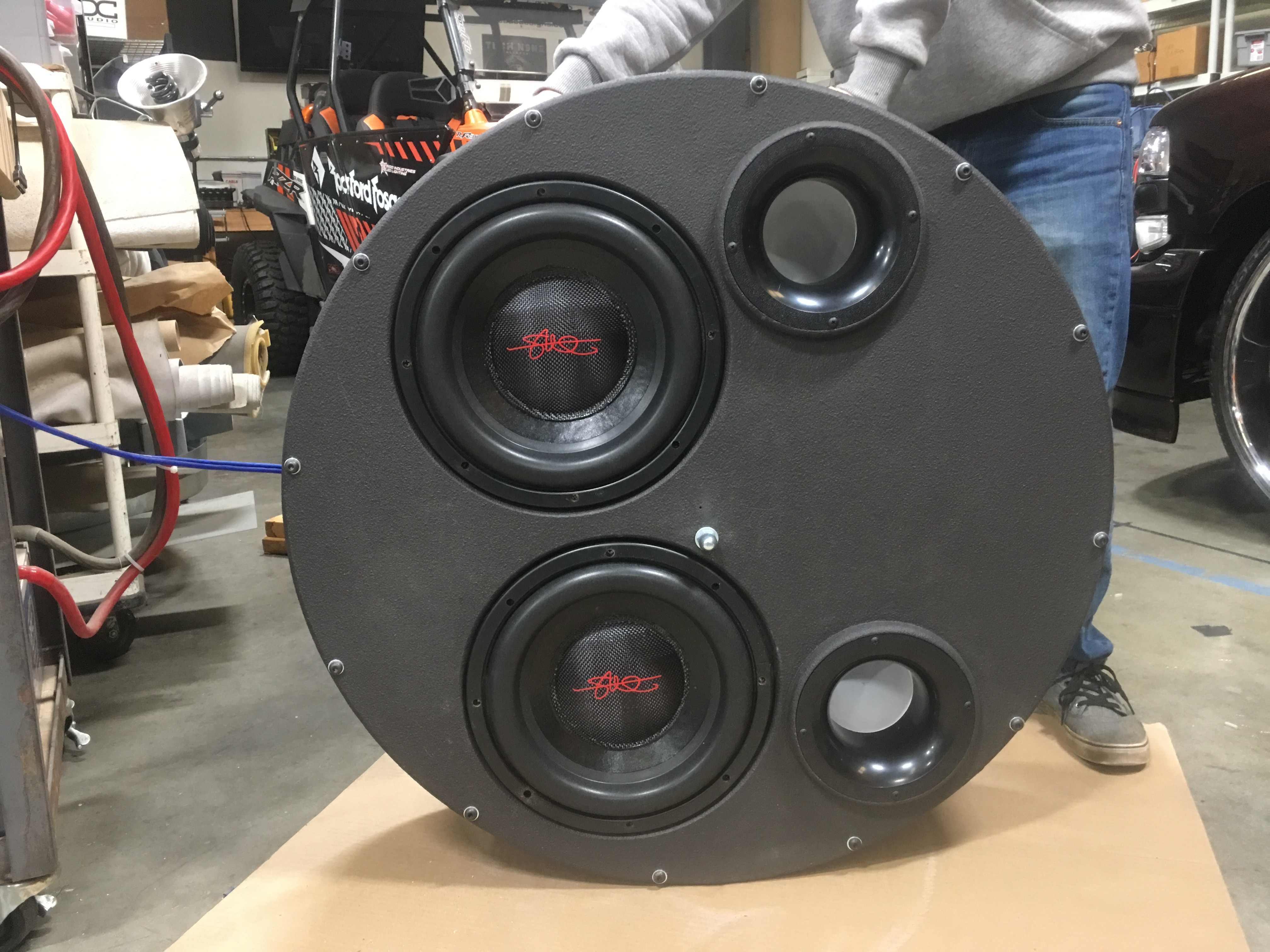 Zach S Ford Excursion Side Mounted 20 Layer Spare Tire Speaker